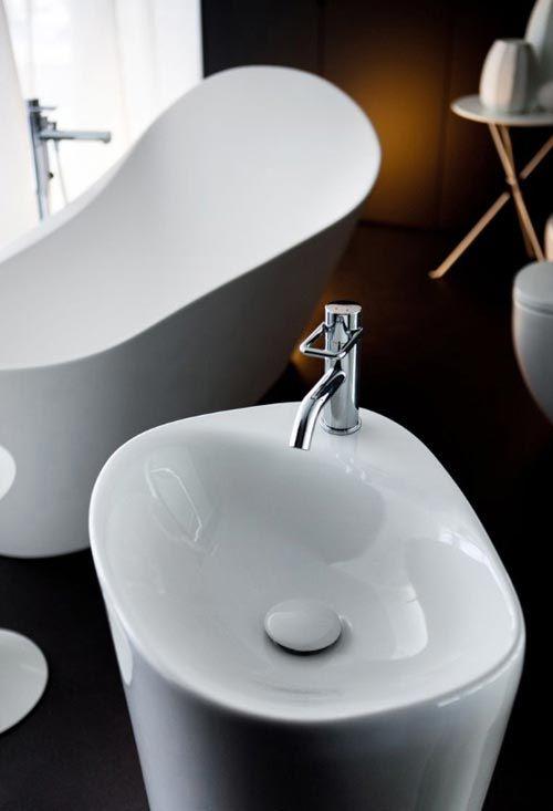 Zwarte badkamer van Laufen | Interieur inrichting | WATER ...