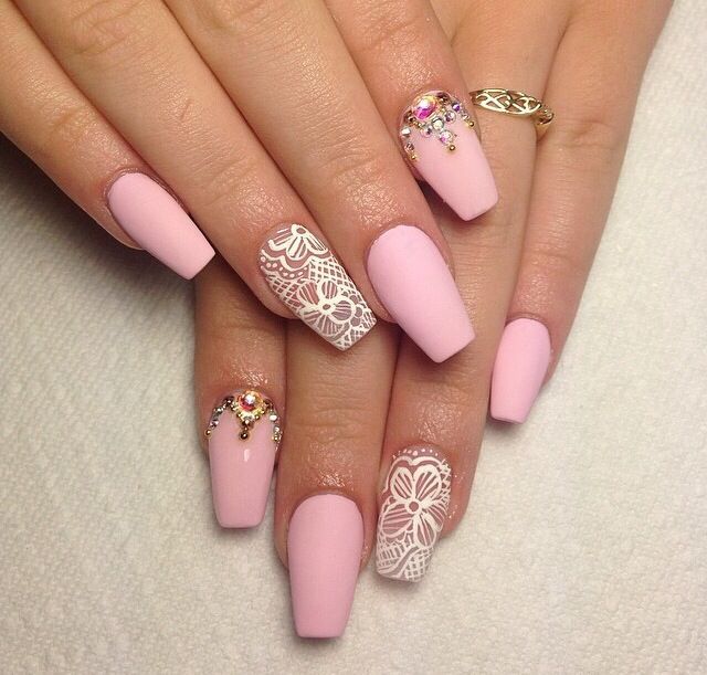 All White Or All Black Matte With One Finger With That Design No Jems Lace Nails Quinceanera Nails Lace Nail Design