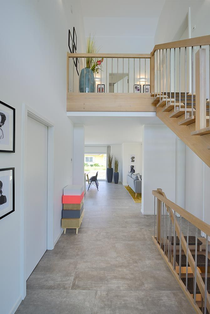 eingangsbereich mit innen treppe holz kampa haus erfurt. Black Bedroom Furniture Sets. Home Design Ideas