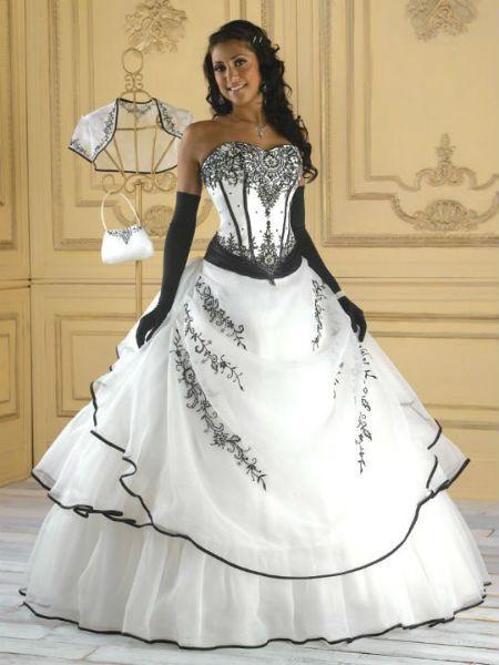 167d08c23c7 Robe mariage noire et blanche