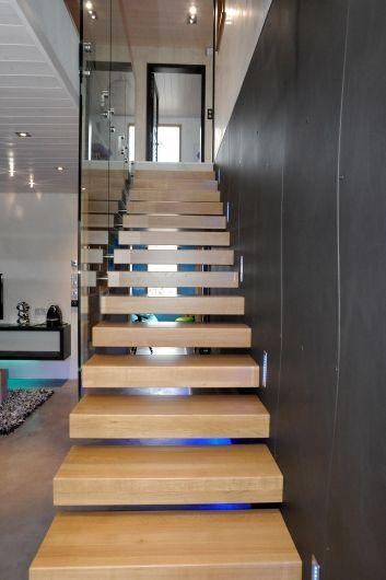 Treppen architektur design  Kragarmtreppe mit Glas - das Original - Unnerstall Treppen #treppe ...