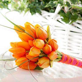 Orange tulip bouquet for a pink and orange wedding #tangerineandpink #wedding #bouquet
