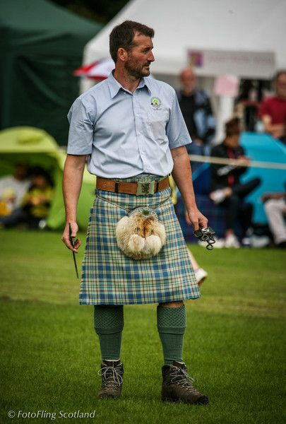 Causal kilt. <3 Nothing is better than a man in a kilt