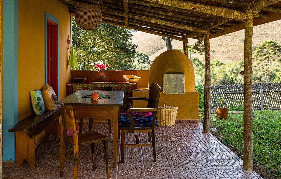 Área externa colorida em 2019 Balcony Patio Deck Pool Casas pequeñas, Casas coloridas  -> Decoração De Varandas Externas De Casas