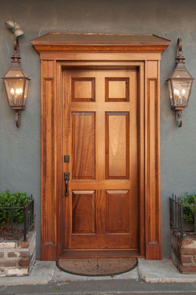 De qu color pintar la puerta de entrada ideas for Colores para pintar puertas de madera
