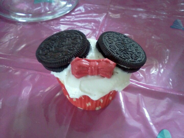 Minnie mouse cupcakes! So easy.