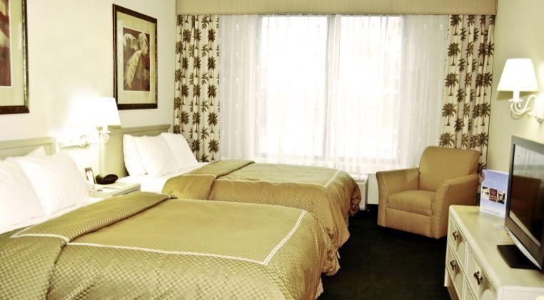 Comfort Suites Miami es un moderno hotel de alojamiento con precios asequibles de 128 Suites Junior y 4 amplias suites ejecutivas. Las habitaciones del hotel de Miami FL son perfectas para el viaje de placer o de negocios. Las habitaciones de Comfort Suites están equipadas con una amplia gama de servicios.    Read more at http://comfortsuitesmiami.com/sp/accommodations.