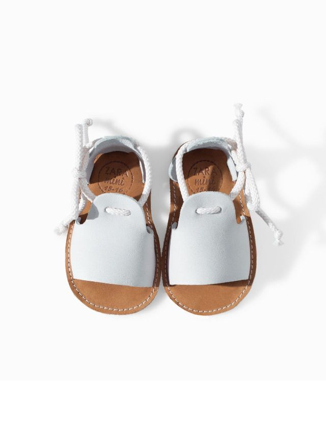 4b7a16327a702 Botitas y zapatos con detalles infantiles para recién nacidos. Diseños originales  para los bebés más cool.