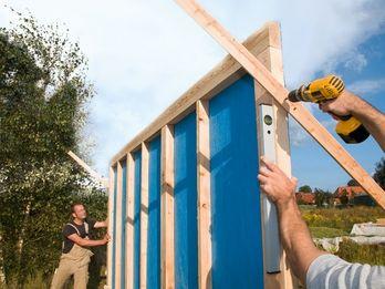 Gartenhaus selber bauen Die Wände stellen Gartenhaus