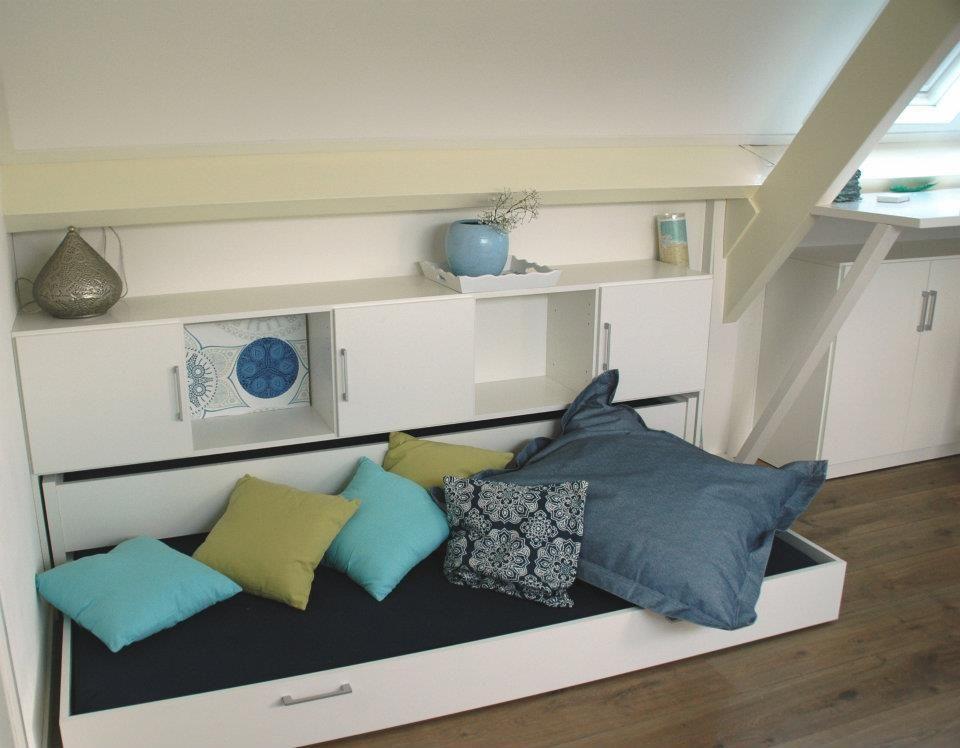 Onder elke schuine wand maak je met True Plexat een mooie slaapkamer ...
