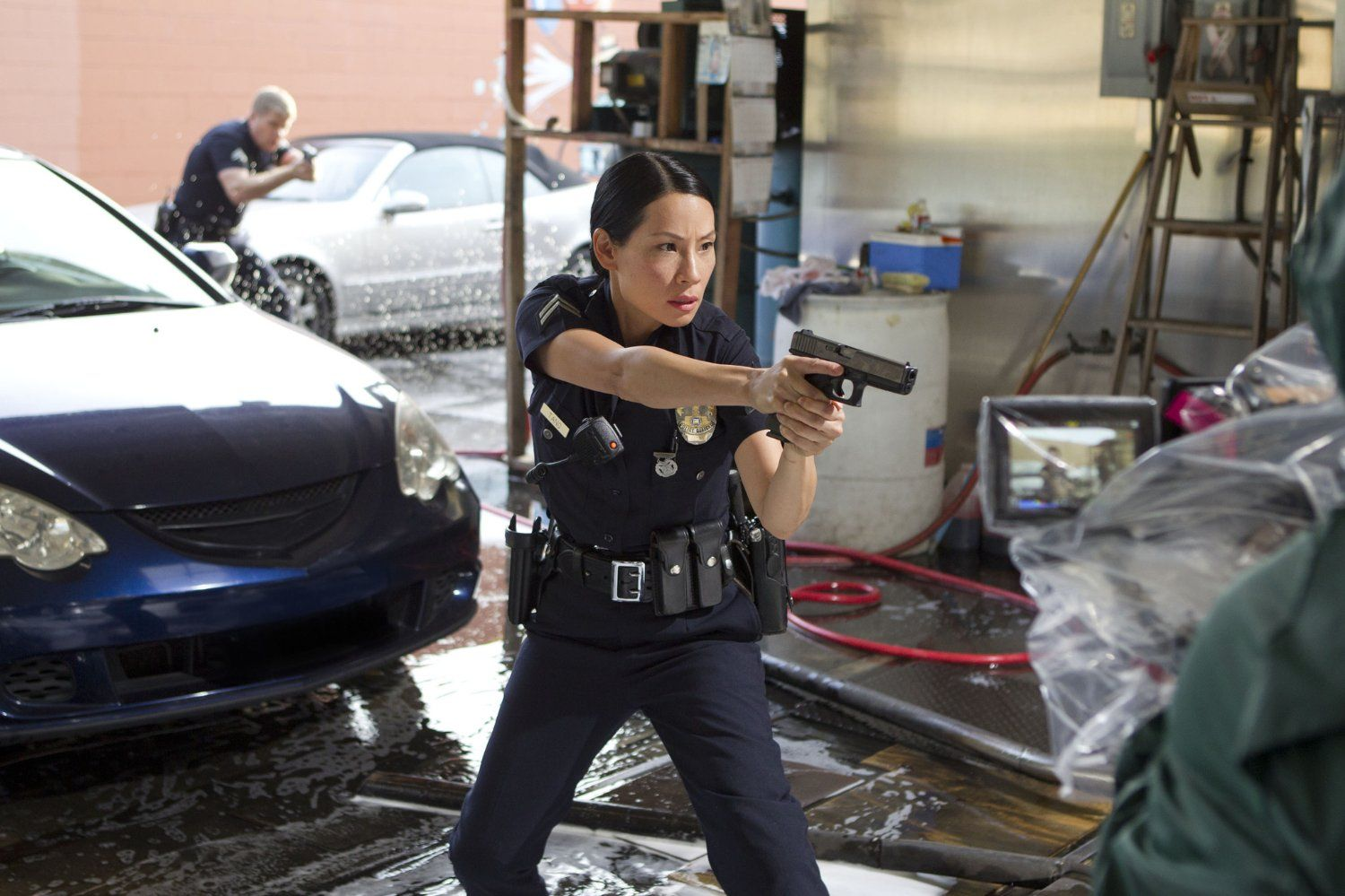 Angie harmon smoking car tuning - Lucy Liu And Michael Cudlitz In Southland