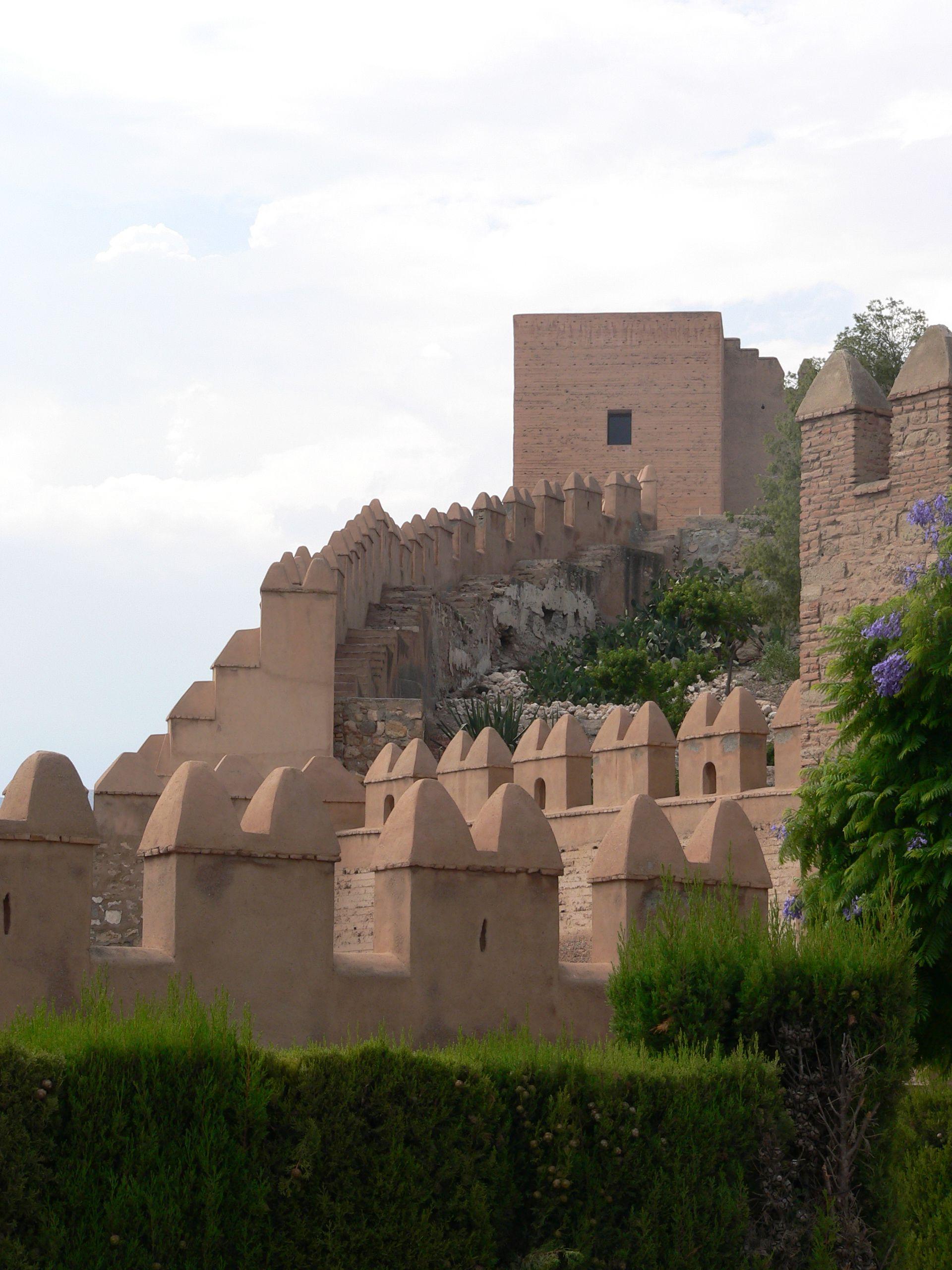 CASTLES OF SPAIN - Alcazaba de Almería,Andalucía, España. Fue en el año 955 cuando el primer califa de Al-Ándalus, Abd al-Rahman III, mandó construir la Alcazaba sobre los restos de una fortaleza anterior. La Alcazaba fue una fortaleza militar y sede del gobierno. Desde este lugar se domina la ciudad y el mar. Se perfeccionó todo el conjunto y se engrandeció con Almanzor y más tarde alcanzó su máximo esplendor con Al-Jairán, primer rey independiente de la taifa almeriense..(1012–1028).