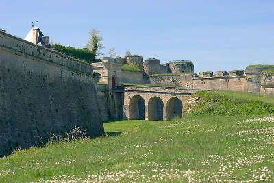 Route des coteaux la citadelle de blaye route des vins de bordeaux guide de tourisme de la gironde aquitaine