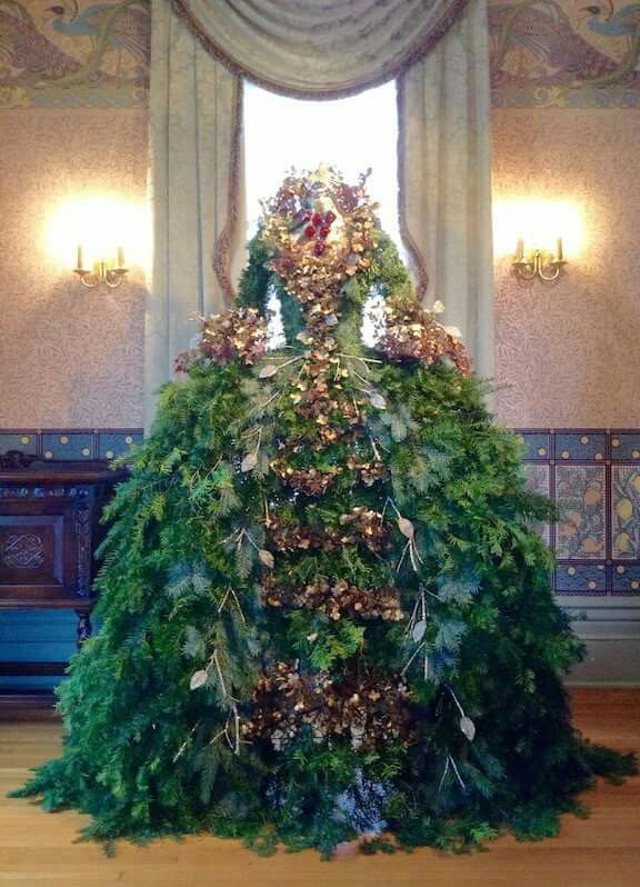 Christmas Tree Disguised As A Ball Dress Mannequin Christmas Tree Christmas Tree Dress Dress Form Christmas Tree