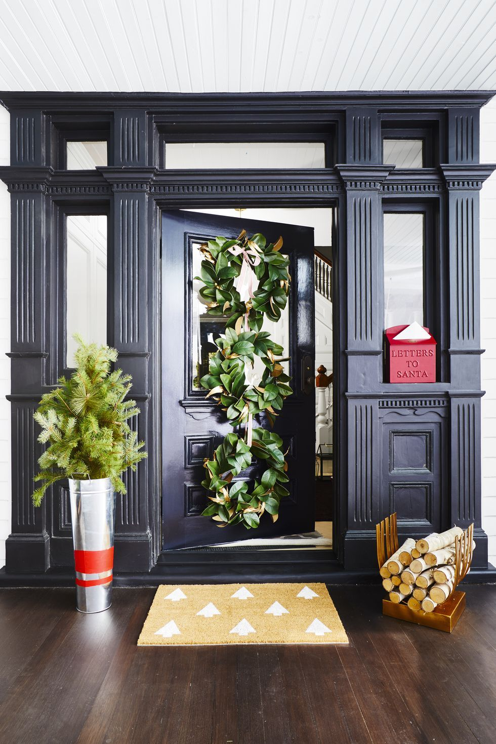 70 Striking Christmas Wreaths To Make Your Front Door As Merry As Can Be Diy Christmas Decorations Easy Easy Christmas Decorations Christmas Door Decorations #wreaths #for #living #room
