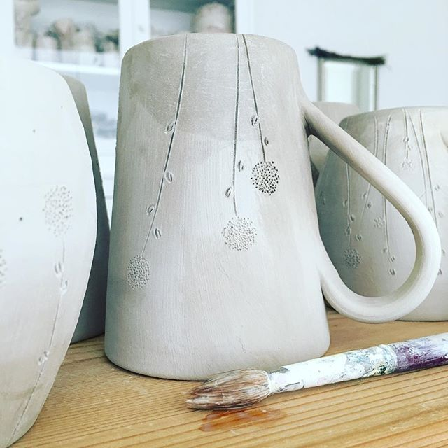 Rifiniture #ceramics #flowers #handmade #creativity #ioebianca_stoffe_e_ceramiche #sabato #workinprogress #fattoamano
