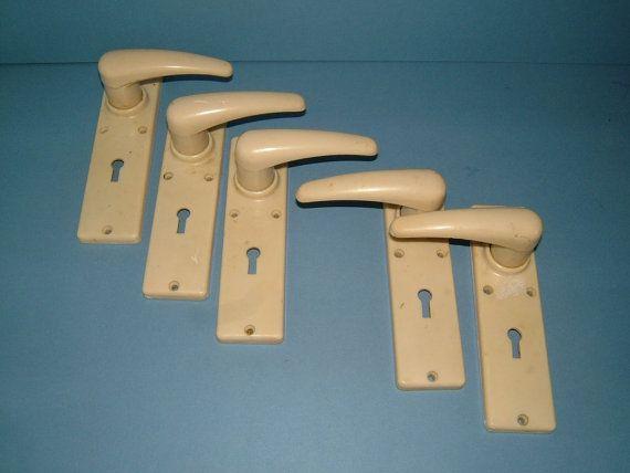 5 X 1950s Retro White Bakelite Vintage Door Handles With Keyholes Made In England Vintage Handles Vintage Door Fur Door Handles Vintage Door Vintage Bakelite