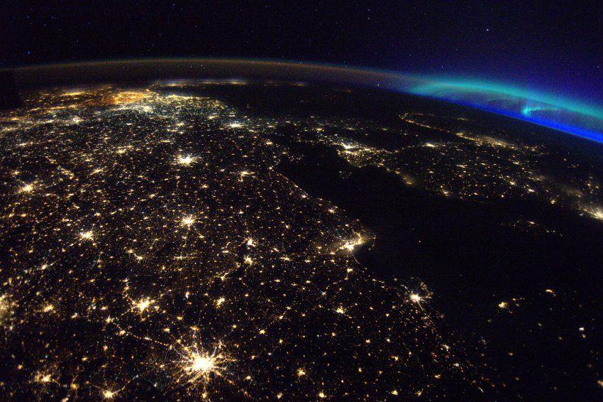 Weltraumfoto: Nacht über Europa - nur Belgien strahlt - SPIEGEL ONLINE - Wissenschaft
