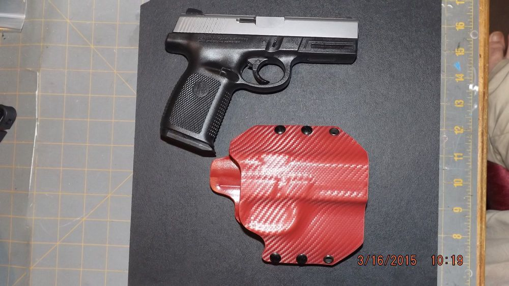 Smith & Wesson SW9VE Blood Red Carbon Fiber (OWB) right