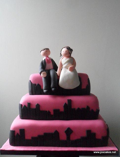 W058 - New York Skyline Hot Pink and Black Wedding Cake | Black ...