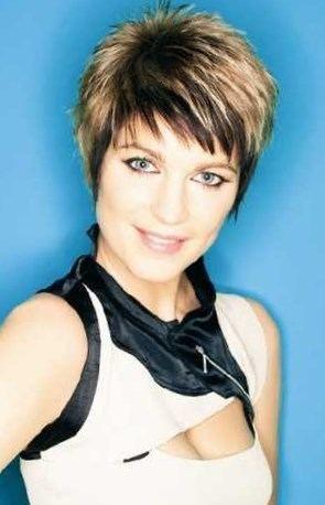 image coiffure cheveux courts femme 50 ans | Beauté mature ...