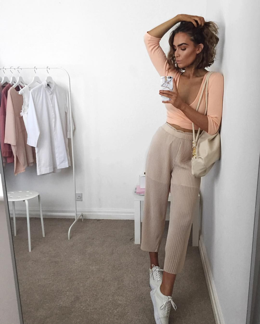 """a55803b23e109 Alicia Roddy på Instagram  """"Currently loving everything pleated  missyempire  there s a link to my outfit in my bio use code  INSTA20  for 20% off """""""