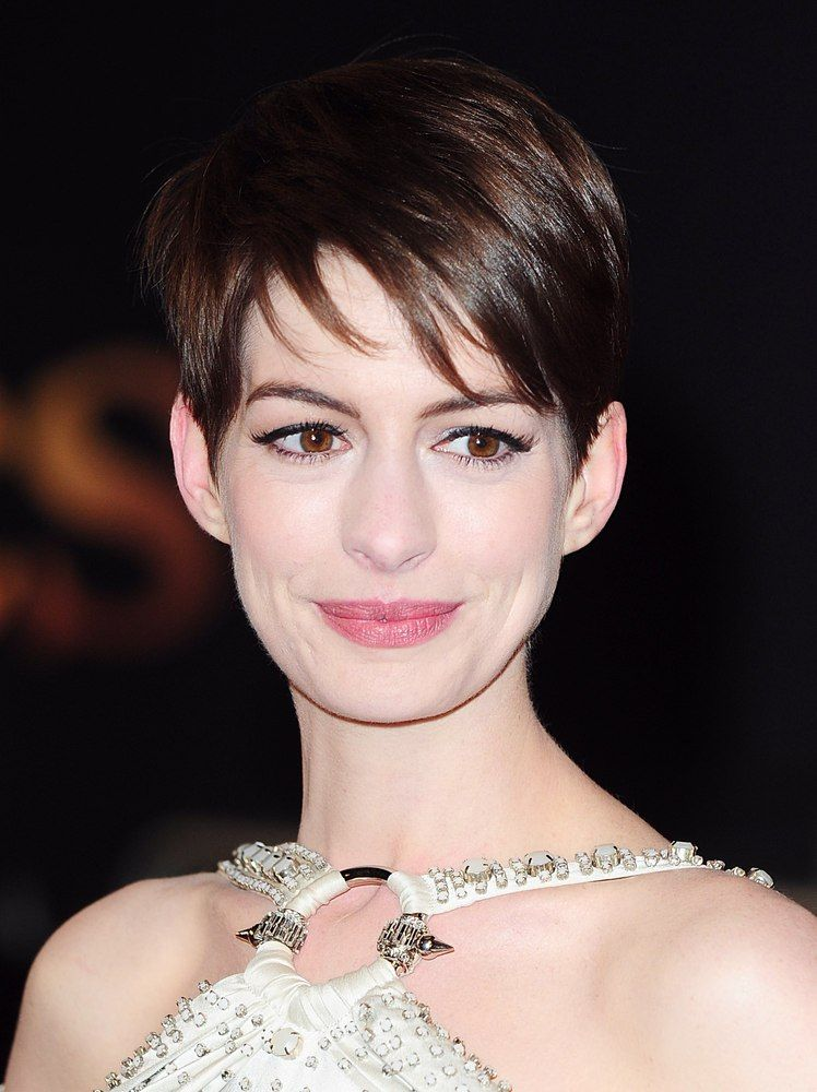 Anne Hathaway Starved Herself For Les Mis Short Hair Styles Pixie Short Hair Styles Anne Hathaway Short Hair