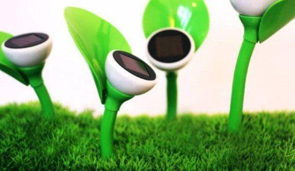 Solar Garden lamp in the shape of a flower