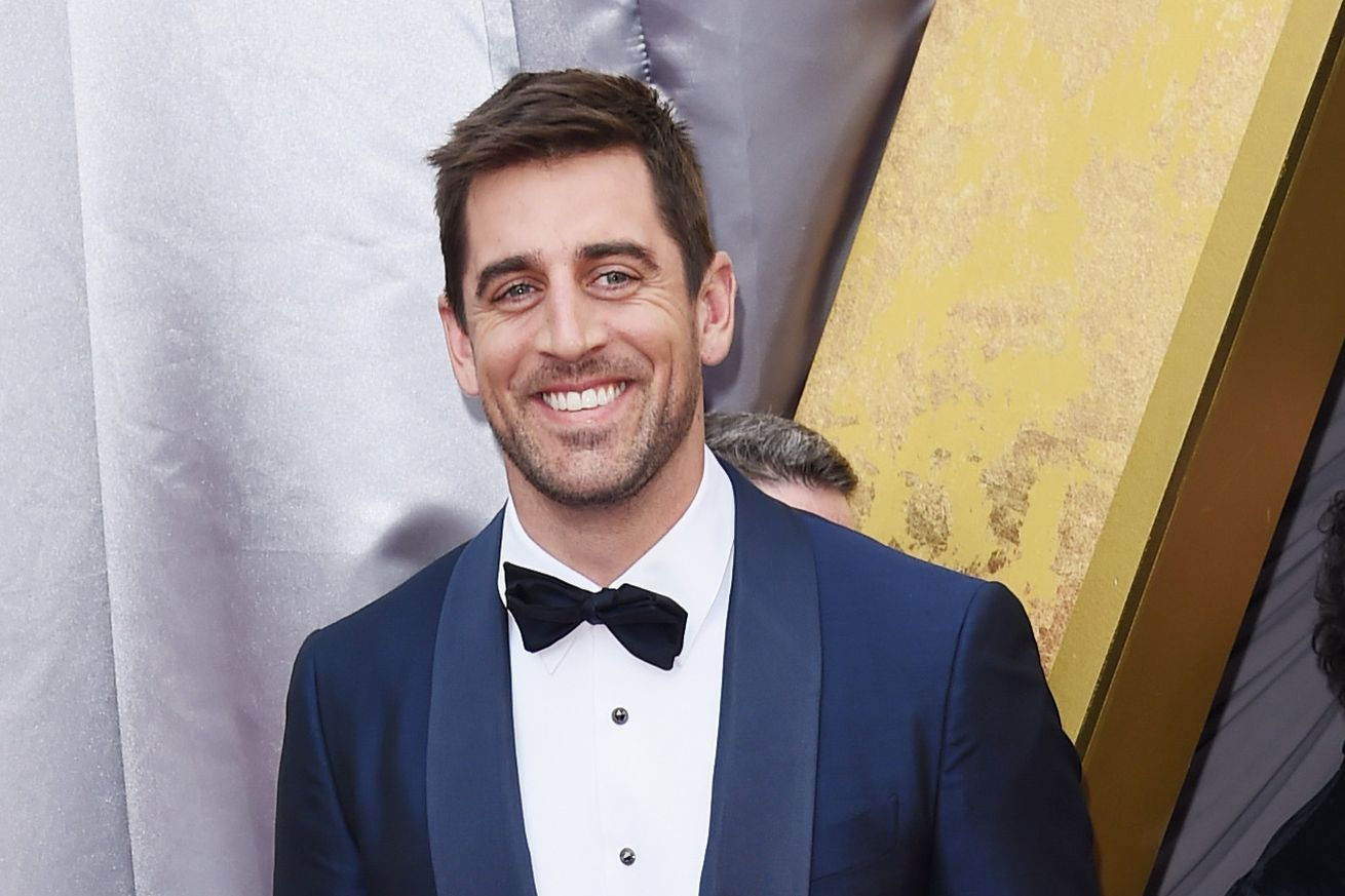 Packers Aaron Rodgers Photobombs Common At The Oscars Opening Ceremony With Images Aaron Rodgers Aaron Aaron Rogers