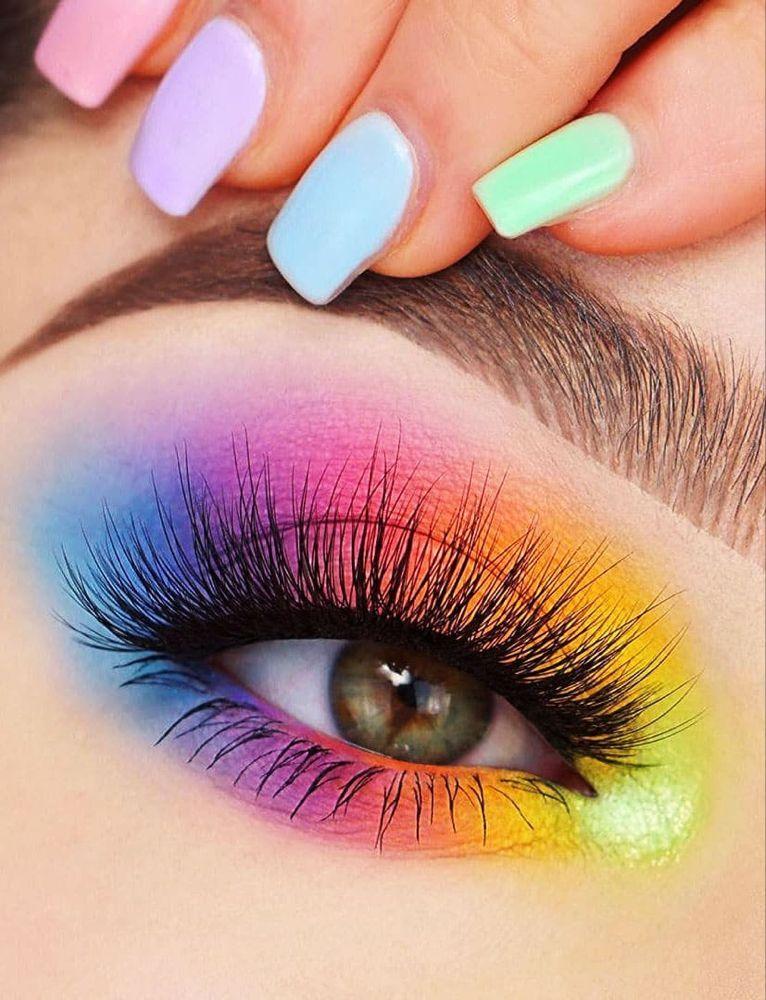 Consejos hermosos para maquilladores para sombras de ojos coloridas, brillantes y oscuras – página 4 de 6
