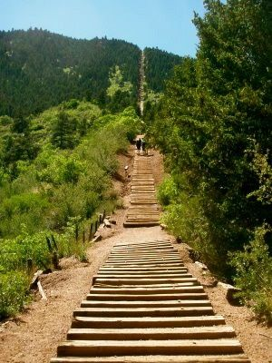 Charmant ... Colorado Springs. The Incline! This Thing Is So Hard To Climb. 1 Mile  Of Stairs Up A Mountain!