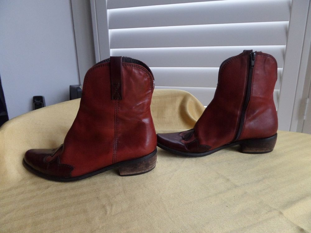 d3fdb8475c4 Lovely Ladies Womans red western style ankle boots size 37 (4.5) by SOFIA  RENIER