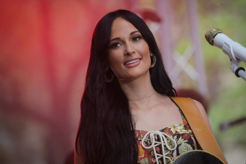Kacey Musgraves calls out country radio station for not playing women back to back: 'Smells like ...