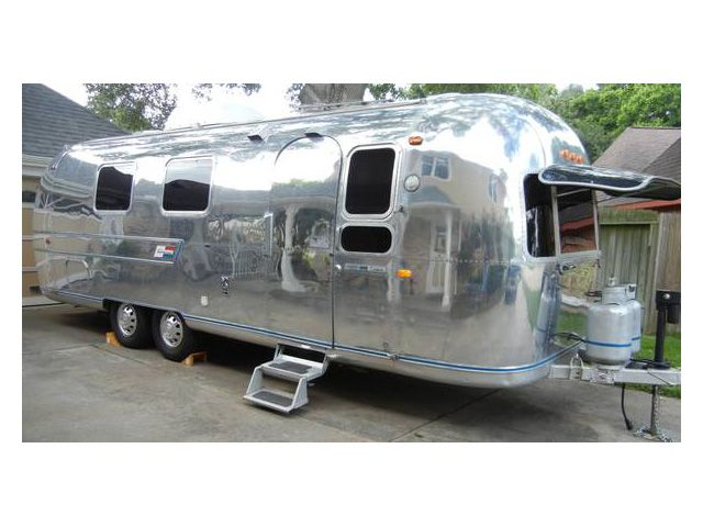 Exceptional 27 Ft  Airstream Overlander - Tiny House