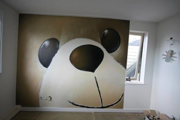 Een stijlvolle panda in de woonkamer.  #mural #muralart #murals #color #muurschildering #muurdecoratie #malerei #painting #paintings #wallpainting #wallart #murales #graffitimural #urbanwalls #wallporn #colorful #colors #muralista #muralism #muralisimo