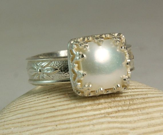 SQUARE STERLING SILVER Mother of Pearl Ring Lightweight Size 8