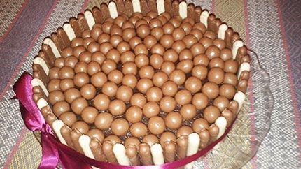 كيكة شوكولاتة مالتيزر Cupcake Cakes Desserts Food
