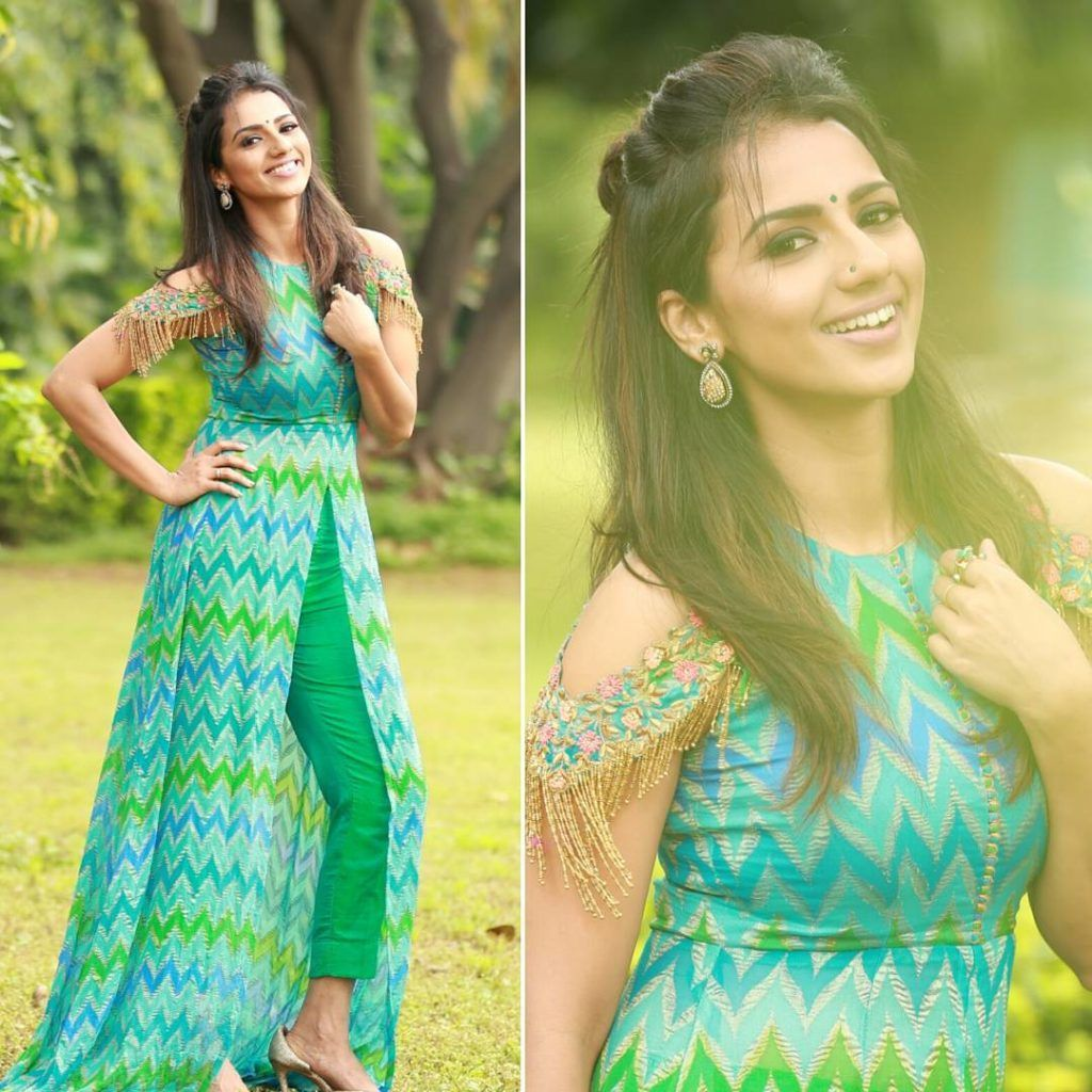 10 Simple Hairstyles To Try With Kurtha Kurti Keep Me Stylish Long Kurti Designs Long Kurti With Jeans Kurti Designs Party Wear