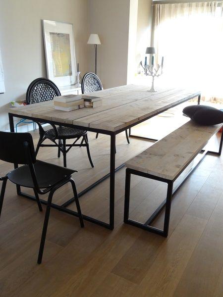 Bank aus Bauholz mit Untergestell aus Stahl Tables and Interiors