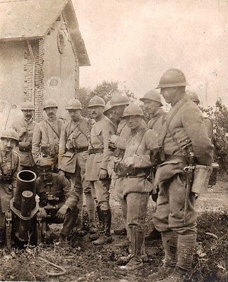 Wwi German Pow Explains The Working Of A Minenwerfer To French Soldiers Premiere Guerre Mondiale Guerre Guerre Mondiale