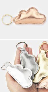 Schlüsselanhänger aus Metallic-Leder in Form einer Wolke. Zu haben in hellem S ... -  Schlüsselanhänger aus Metallic-Leder in Form einer Wolke. Zu haben in hellem S … Schlüsselanh� - #aus #einer #FORM #haben #hellem #leder #makeuphacks #metallic #MetallicLeder #naturalmakeupdiy #nomakeup #nomakeupmakeup #rosegoldeyemakeup #schlusselanhanger #weddingmakeup #Wolke