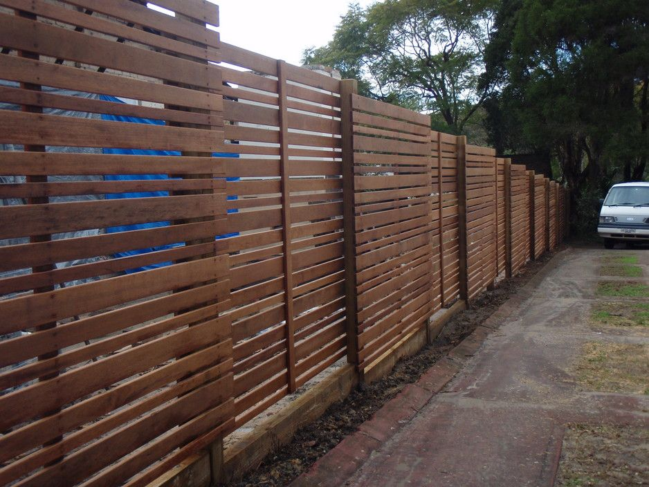 Horizontal slat fence merbau horizontal slat friendly for Horizontal garden screening