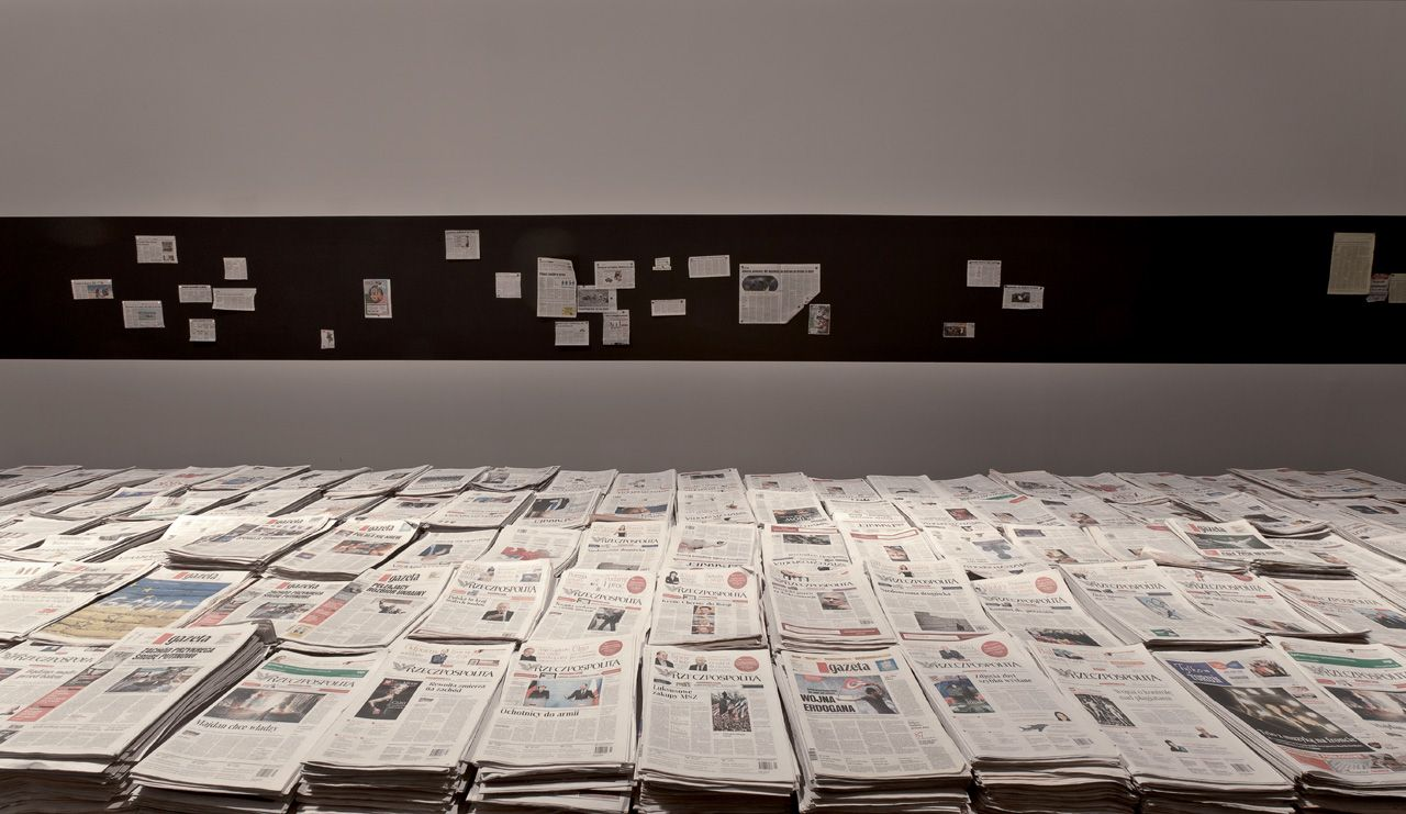 Gustav Metzger, MASS MEDIA: Today and Yesterday, 1972–2014, installation view in the Centre of Contemporary Art Znaki Czasu, courtesy of the artist, Photo: Wojciech Olech