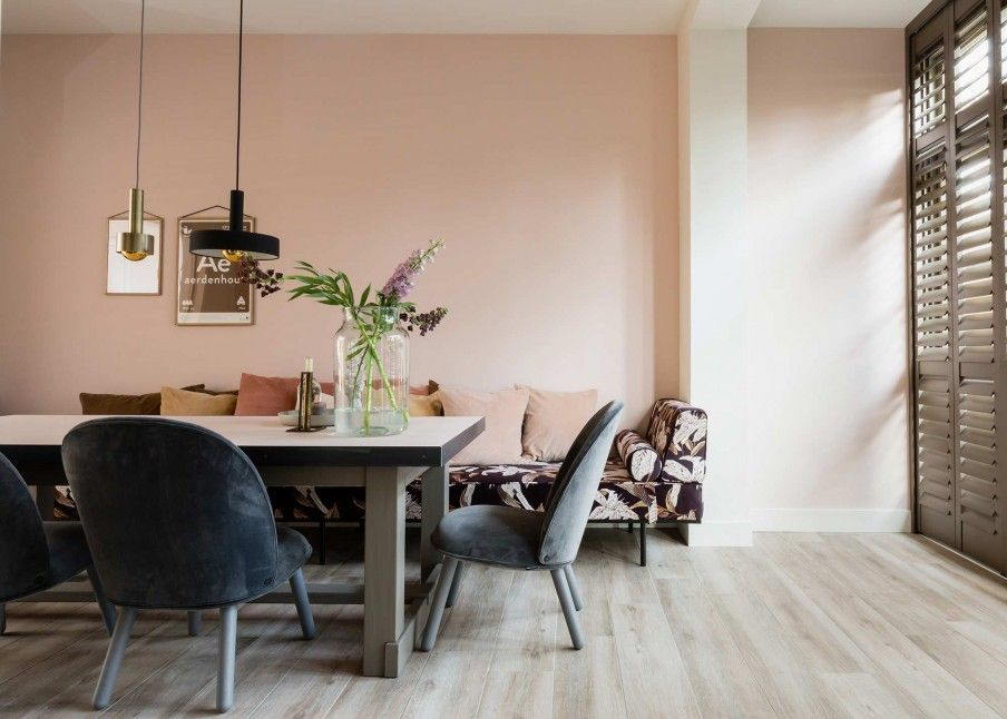 Weer verliefd op je huis u kleurrijke eetkamer met een daybed en