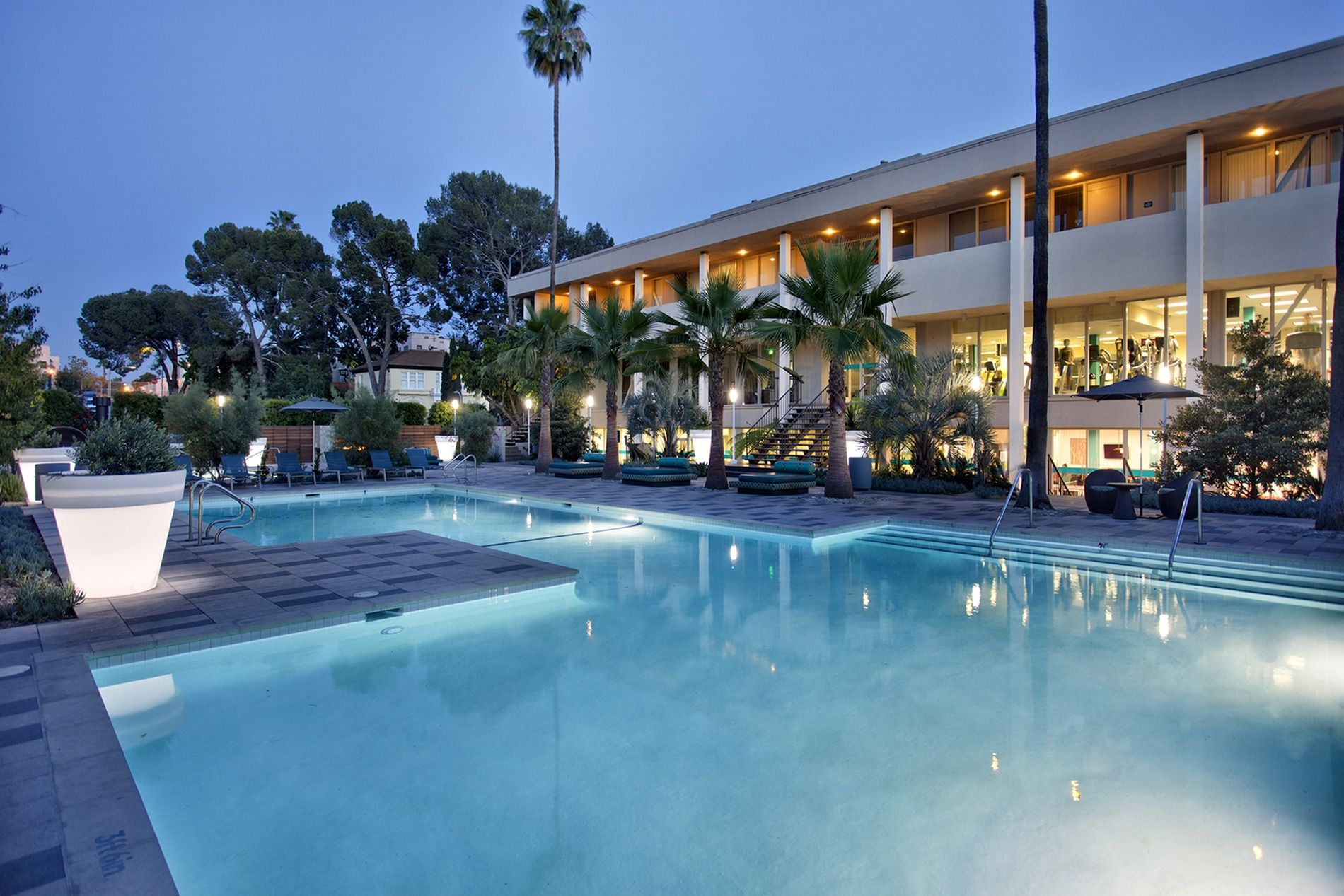 Resort Style Swimming Pool At The Chadwick Apartments In Koreatown Los Angeles Los Angeles Apartments Koreatown Los Angeles Apartments For Rent
