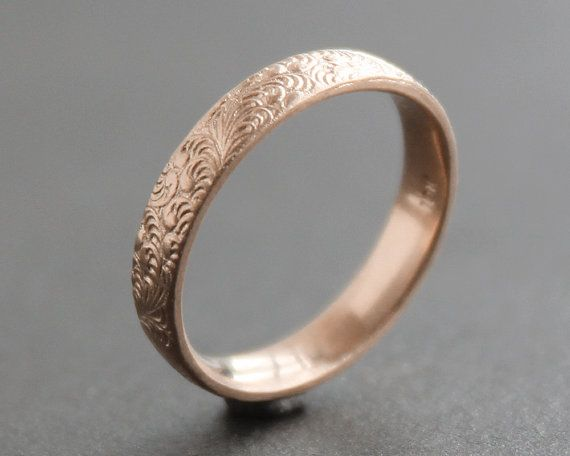 Fancy leave patterned ring band