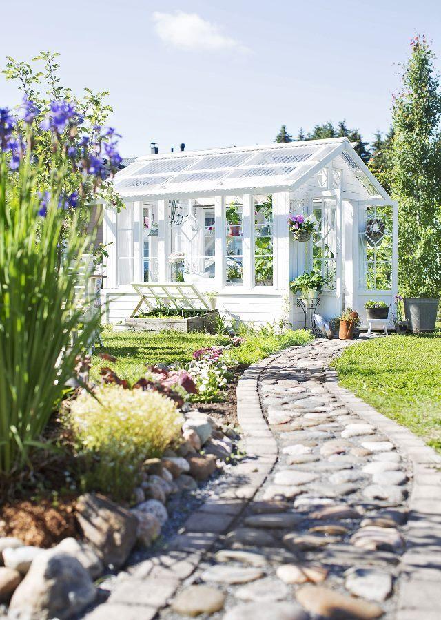 Kasvihuone vanhoista ikkunoista   Unelmien Talo&Koti