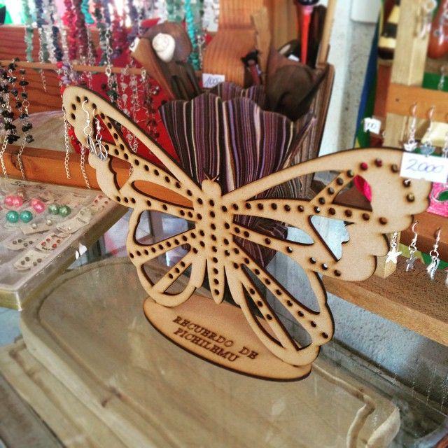 Empezaron las ventas de verano!!! Porta Aros recuerdo de Pichilemu ;) #laserwoodchile #lasercut #laserengraved #madera #mdf #mariposa #butterfly #portaaros #souvenir #decoracion #decoration #ventasalpormayor #pichilemu #viñadelmar #valparaiso by laserwoodchile