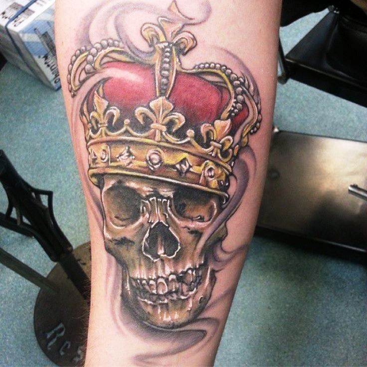 Skull With Crown Tattoo Crown Tattoos Calavera Con Corona Tatuajes Tatuajes Para Hombres
