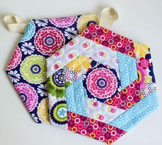 Show Off Saturday - New and Improved Hexi Potholder Pattern ... : potholder quilt patterns free - Adamdwight.com